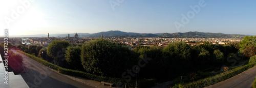 Panorámica de la ciudad de Florencia desde la Plaza de Miguel Ángel. - 237233804