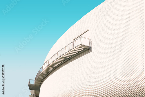Arquitectura urbana moderna.Detalle de fachada con escaleras.Arquitectura y diseño