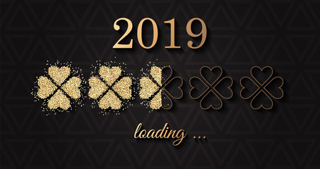 2019 loading Neujahr Silvester Karte mit Gold Glitzer Klee