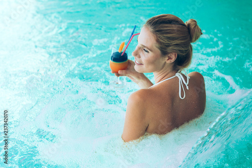 canvas print picture Portrait of beautiful woman relaxing in swimming pool