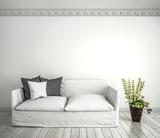 Helles Sofa mit Zimmerpflanze vor weißer Wand - 237347831
