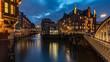 Leinwanddruck Bild - Abends in der Speicherstadt in Hamburg