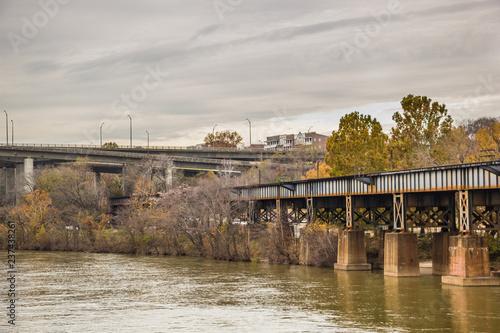 Obraz na płótnie Most nad rzeką