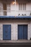 Schöne minimalistische Gebäudefront im Stadtviertel Getsemani in Cartagena in Kolumbien - 237465406