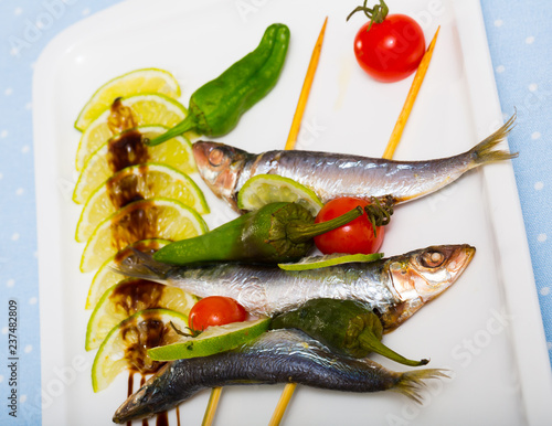 Sprats grilled with fresh vegetables - 237482809