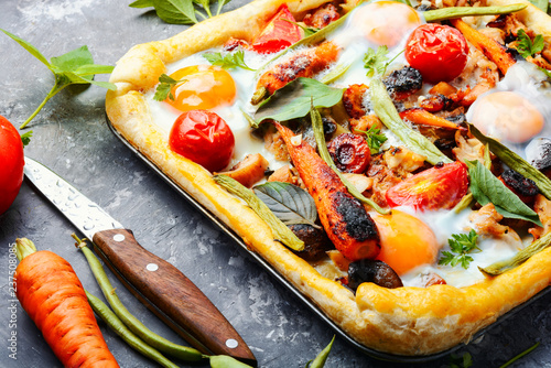 Open savory pie with vegetables - 237508085