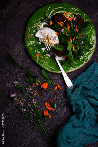 Foto Murales Green salad with chicken liver