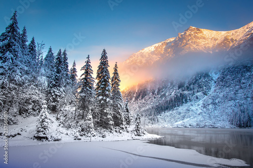 Leinwanddruck Bild Winter mountain landscape at sunrise
