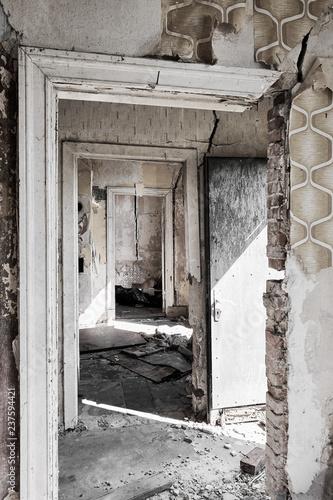 Widok wnętrza wyburzonego domu
