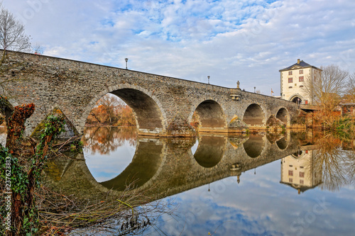 Fototapeta Alte Lahnbrücke in Limburg, Oberstromseite