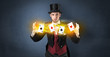 Leinwanddruck Bild - Illusionist in tails bandy play cards between his two hands