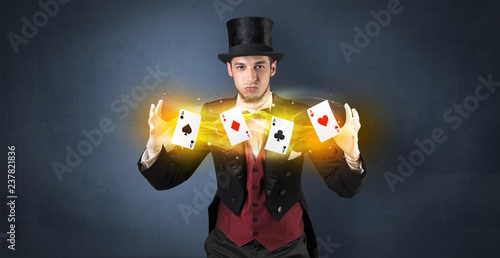 Leinwanddruck Bild Illusionist in tails bandy play cards between his two hands