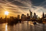 Lichtstimmung über der Frankfurter Skyline - 237864012
