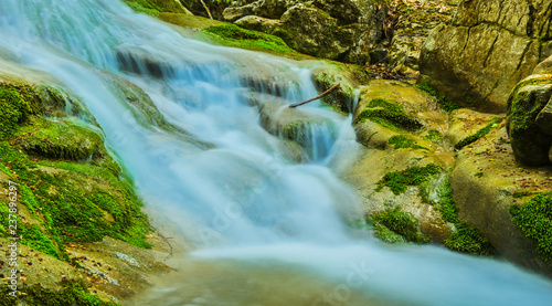 Foto Murales closeup mountain river rushing in a canyon