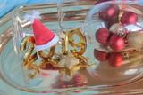 Елочные украшения, шары и звезды и надпись 2019.