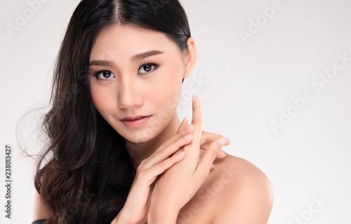Leinwanddruck Bild Beautiful Young asian Woman with Clean Fresh Skin