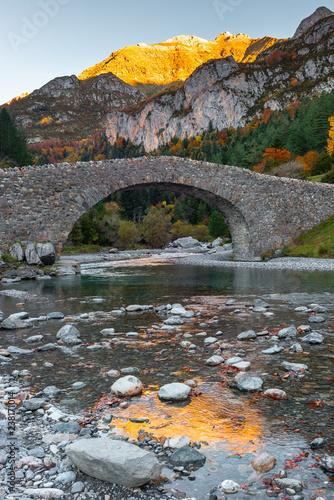 Obraz na płótnie Romanesque bridge of Bujaruelo, Ordesa and Monte Perdido National Park, Huesca, Spain