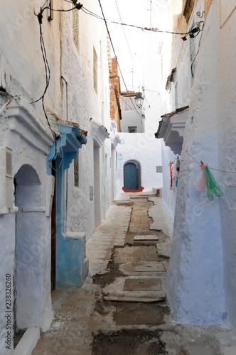 Enge Gasse, blaue Häuser, Medina von Chefchaouen, Chaouen, Tanger-Tétouan, Marokko, Afrika