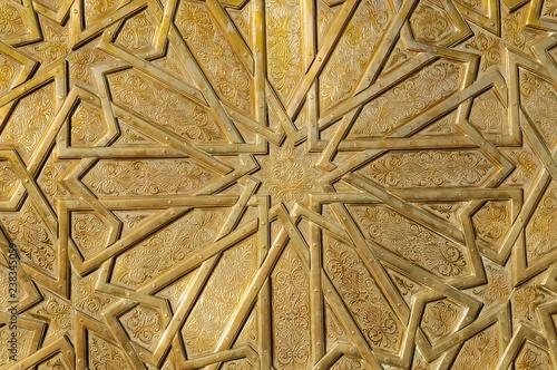 Messing-Türklopfer am Eingangstor zum Königspalast, Dar el Makhzen, Fès, Marokko, Afrika - 238345059