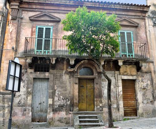 widok na zabytkowe centrum Ragusa Sycylia we Włoszech