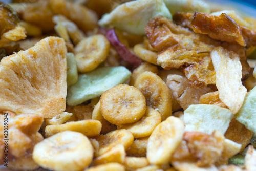 Chips de fruits séchés et salés pour l'apéritif