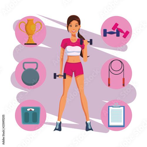 pasuje kobieta robi ćwiczenia