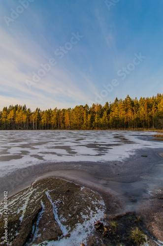 Foto Murales Fozen lake in Finland