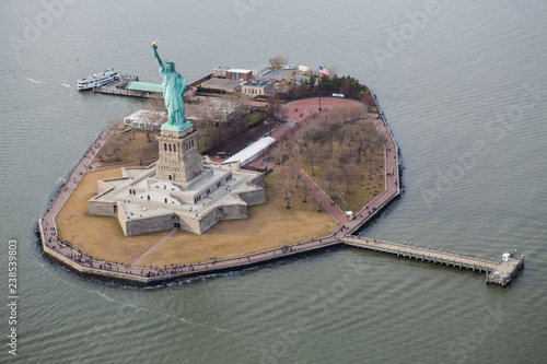 Foto Murales Aerial View of Liberty Island New York