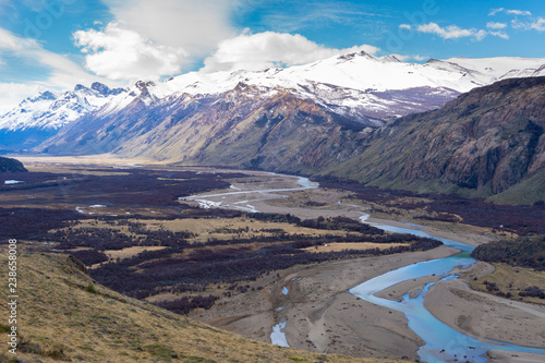 Foto Murales Mountains and river in Patagonia, Argentina