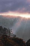 Felsigelandschaft bei Sonnenaufgang © Ilya Nikolaevic