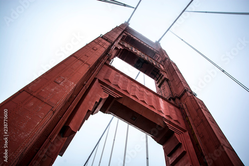 Fototapeta Golden Gate Bridge visto dal basso