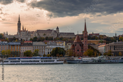 mata magnetyczna Fisherman's Bastion, Budapest, Hungary, viewed from across the river Danube