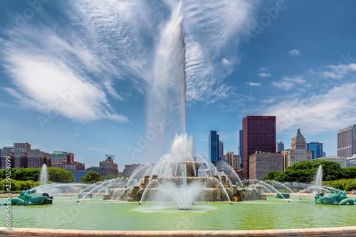 Buckingham fontanna i Chicagowski śródmieście w Grant parku, Chicago, Illinois