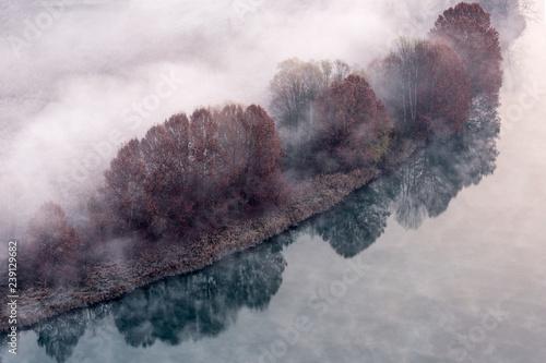Nebbia sul fiume Adda, Lombardia, Italia - 239129682