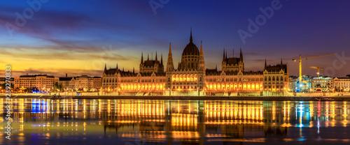 mata magnetyczna Hungarian Parliament Building (panoramic)