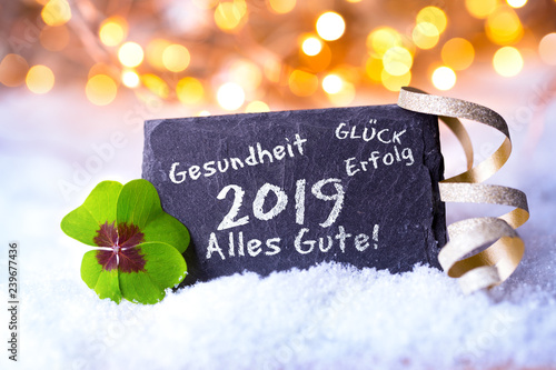 Neujahr, Silvester 2018, 2019 - Hintergrund mit Bokeh und Schnee - Schiefertafel  - 239677436