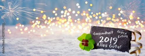 Neujahr, Silvester 2018, 2019 - Panorama mit Bokeh und Schnee - Schiefertafel