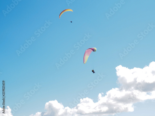 paragliders against the blue sky and mountains © Dmitriy Shipilov