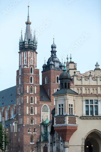 Kraków fragmenty architektury obiektów położonych na Rynku Głównym
