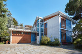 Old villa with garden in a sunny summer day, clear blue sky in Italy - 239859422