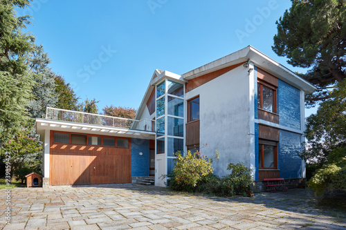 Leinwanddruck Bild Old villa with garden in a sunny summer day, clear blue sky in Italy