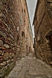 Antico e caratteristico vicolo medievale (Chiusdino, Italia) - 240031832