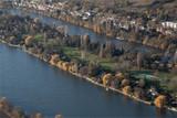 vue aérienne de la Seine à Hardricourt dans les Yvelines en France