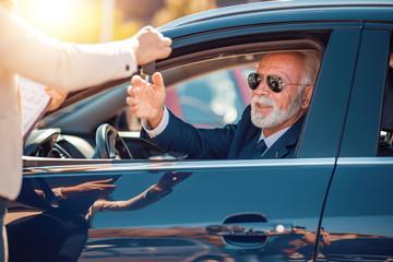 Senior man buying car © ivanko80