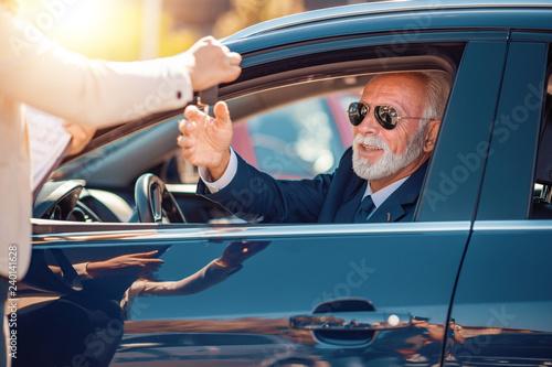 Fridge magnet Senior man buying car