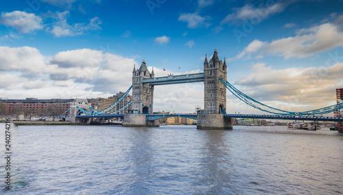 mata magnetyczna Tower Bridge London, River Thames UK - Stock image - Stock image
