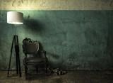 Wartezimmer in kalter Atmosphäre mit Sichtbeton und Dreck - 240356635