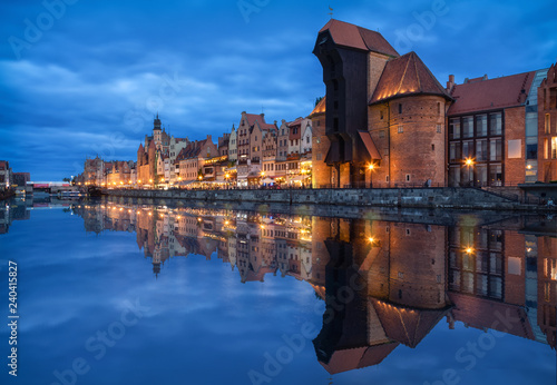 obraz lub plakat Gdansk, Poland. Embankment of canal in Old Town with famous historic port crane reflecting in water at dusk