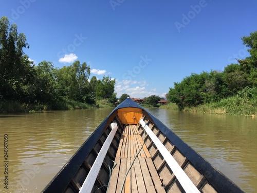 Acrylglas Pier Navegación en barco tradicional por el Lago Inle, Myanmar