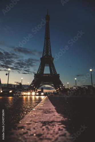 mata magnetyczna Eiffelturm bei Nacht